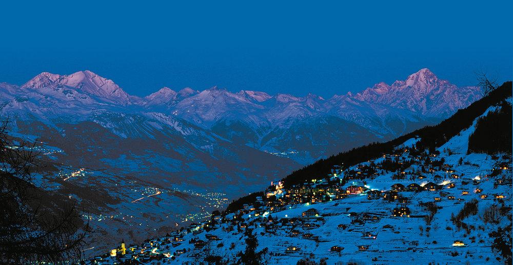 Jeux de lumières d'une fin de journée hivernale à Veysonnaz - © lafouinographe.com