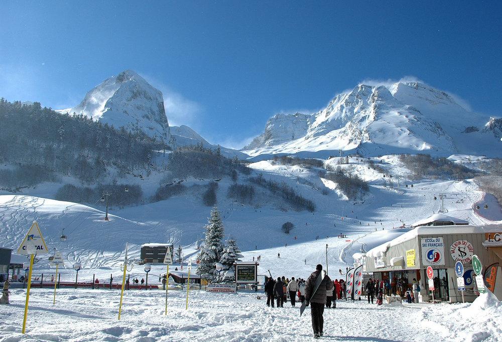 Front de neige et départ des pistes de ski de Gourette - © Office de Tourisme de Gourette