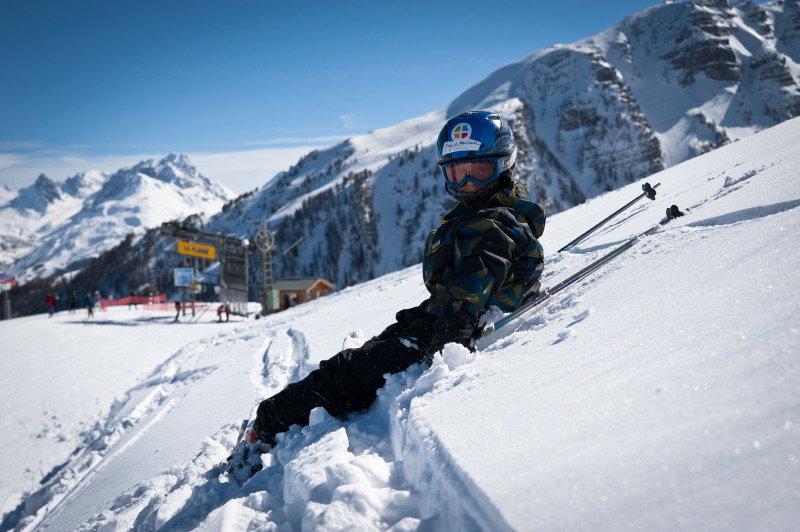 Ski en famille sur le domaine skiable des Karellis - © Office de Tourisme des Karellis