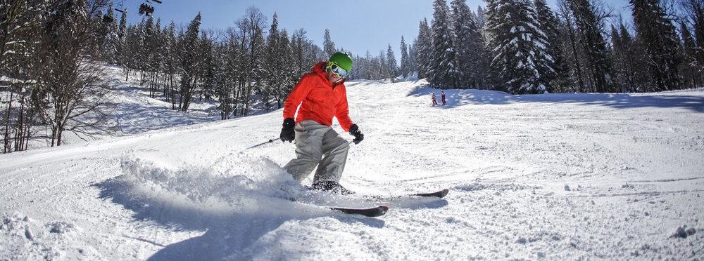 Conditions printanières parfaite pour une belle descente en ski sur le domaine d'Autrans - © Autrans Méaudre Tourisme