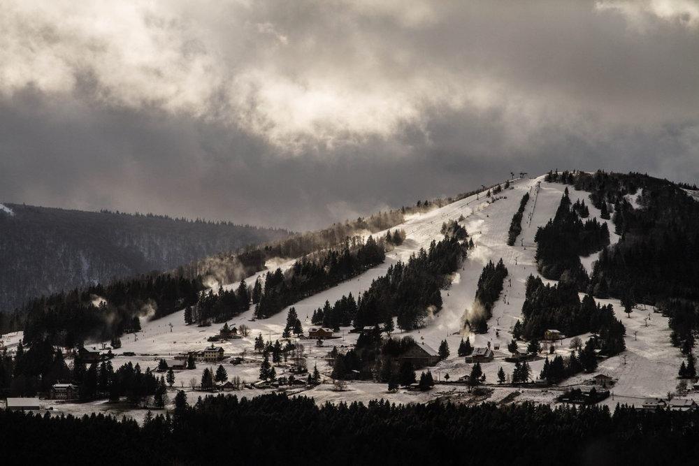 Vue sur la station de ski du Schnepfenried et son domaine skiable