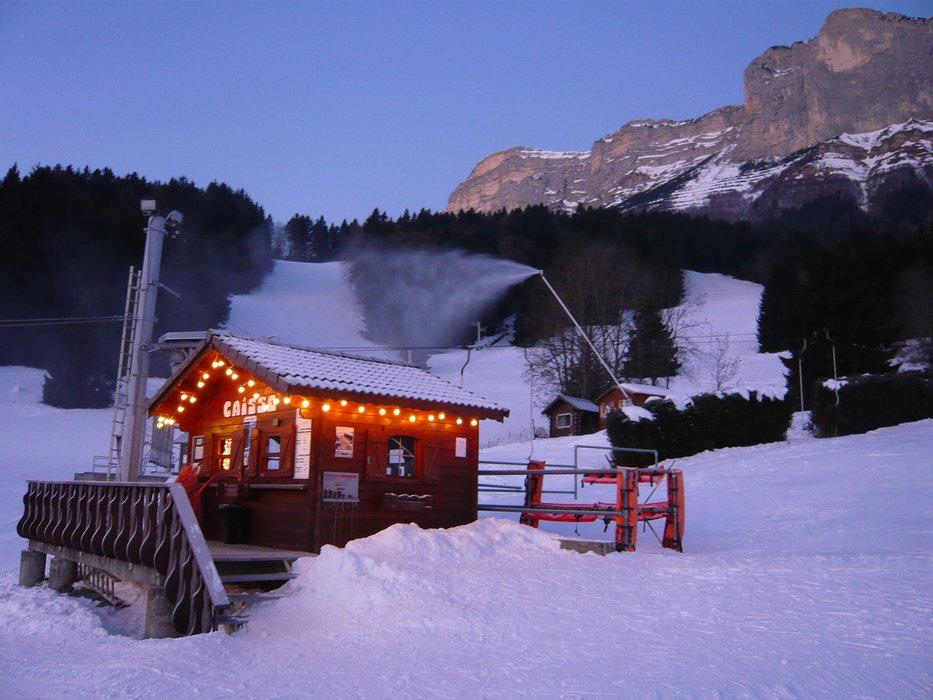 Fin de journée sur le domaine skiable de Saint Hilaire du Touvet - © Office de Tourisme des Petites Roches
