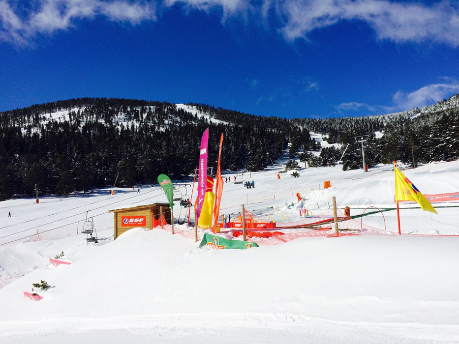 Zone débutant sur le domaine skiable de Formiguères - © Station de ski de Formiguères