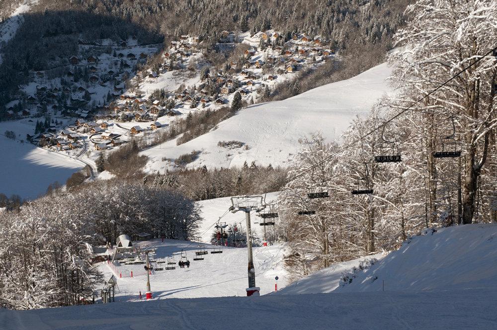 Vue sur la station des Aillons depuis les pistes de ski - © OT des Aillons-Margériaz