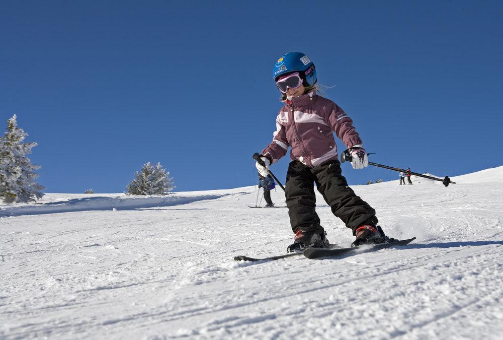 Apprentissage du ski sur les pistes des des Aillons-Margériaz - © OT des Aillons-Margériaz