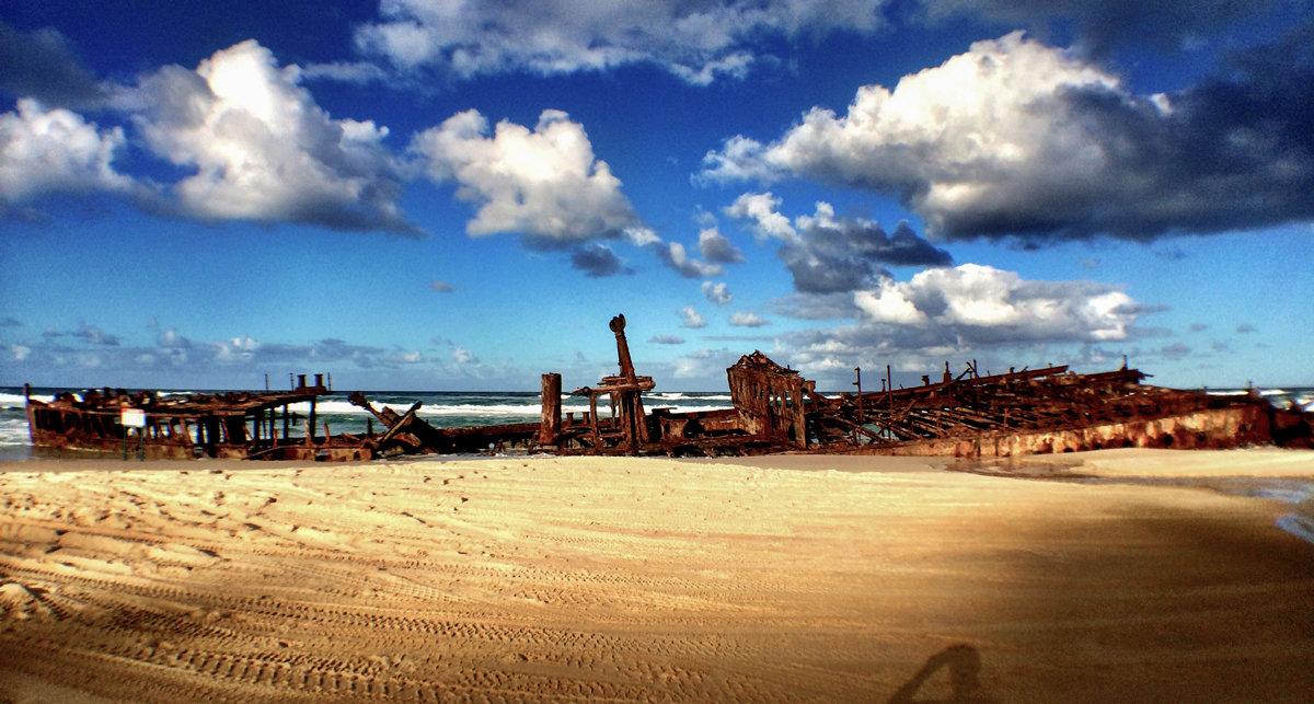Das Maheno Schiffswrack. Einst gekentert, heute eine der Hauptattraktionen auf Fraser Island - © Julia Mohr   Florian Reuter