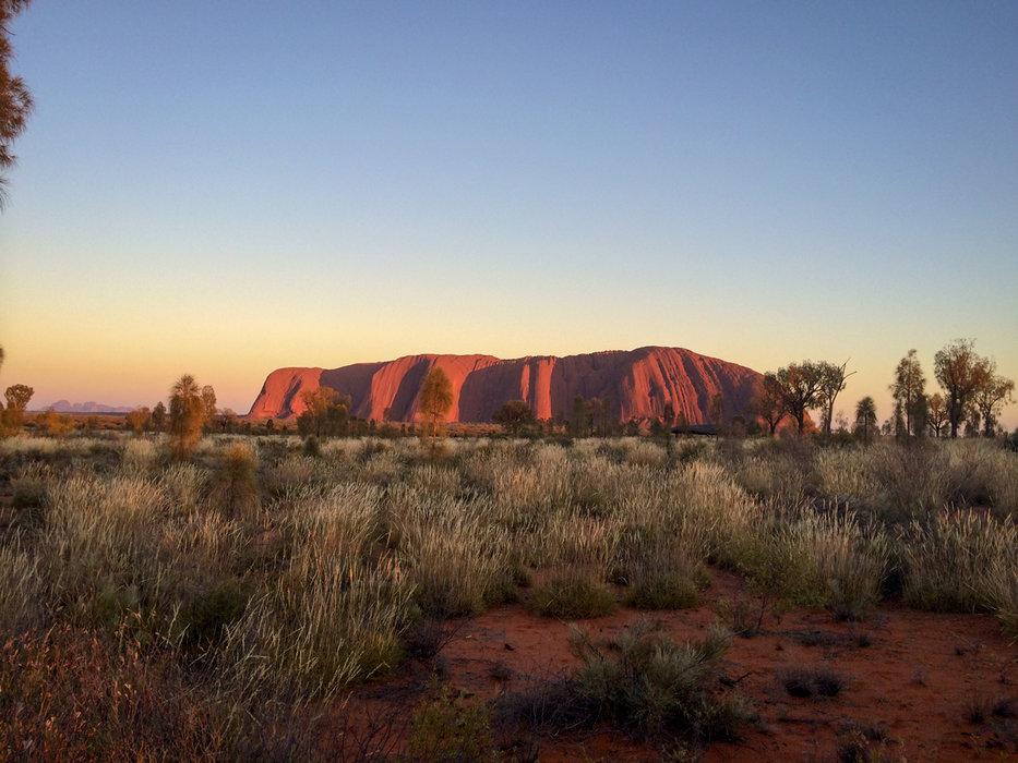 Der Uluru bei Sonnenaufgang - © Julia Mohr   Florian Reuter