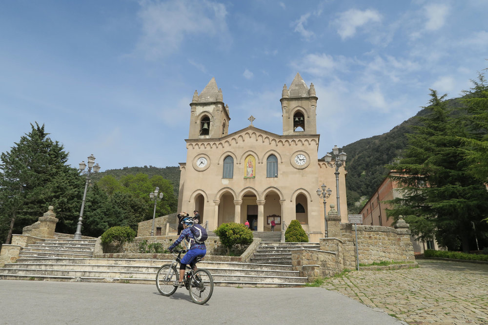 Die alten sizilianischen Bauten werden euch gefallen - © Armin Herb