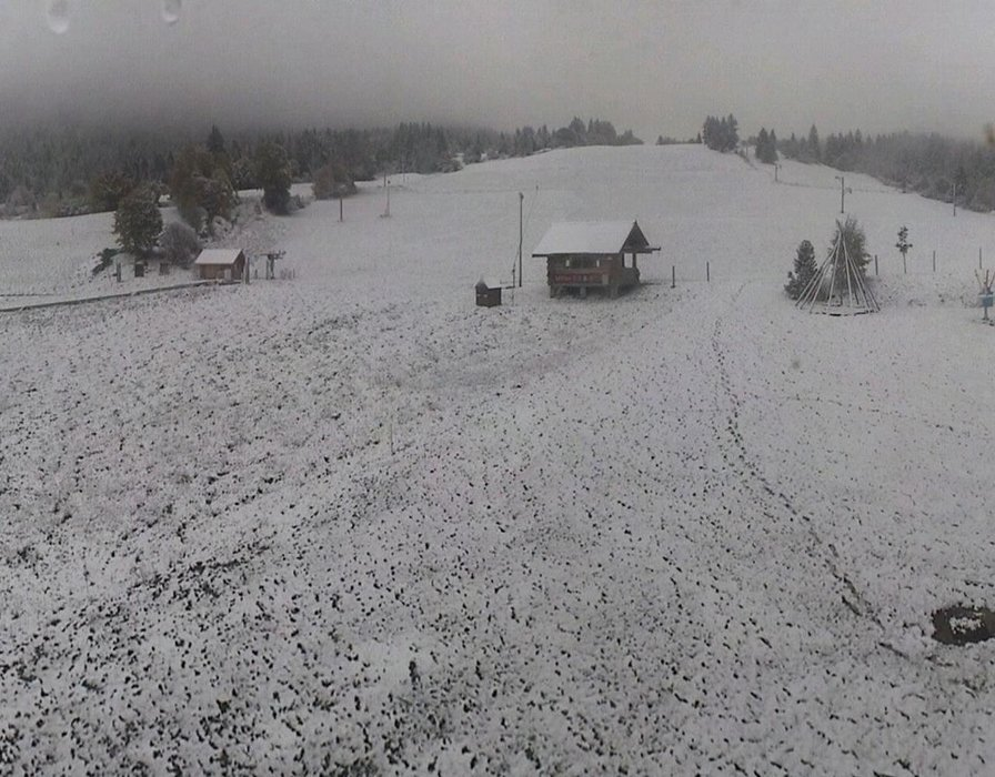Wake up with snow at Corrençon en Vercors (October 16, 2015)