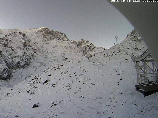 Wake up with snow at La Grave (October 16, 2015)