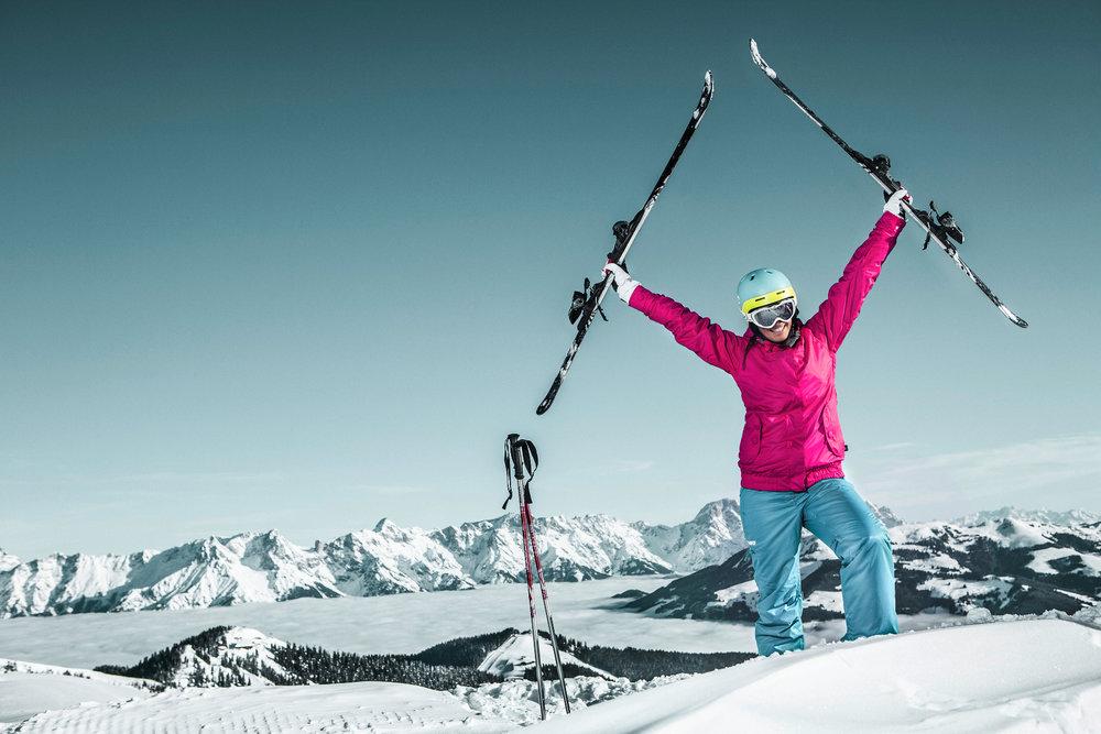 Jubel mit Aussicht im Skigebiet Schmitten bei Zell am See - © schmitten.at / Felsch