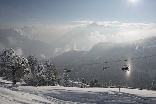 Mit dem Lift geht es durch eine einzigartige Berglandschaft - © Mayrhofner Bergbahnen AG