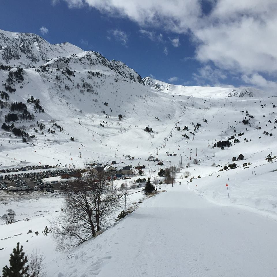 Vue sur la station de Porte Puymorens et son domaine skiable - © Station de ski de Porte Puymorens