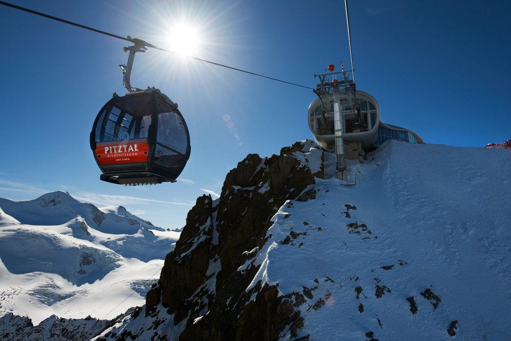 Solárna elektráreň na ľadovci Pitztal pokrýva jednu tretinu nárokov strediska na energie. - © Pitztaler Gletscherbahn