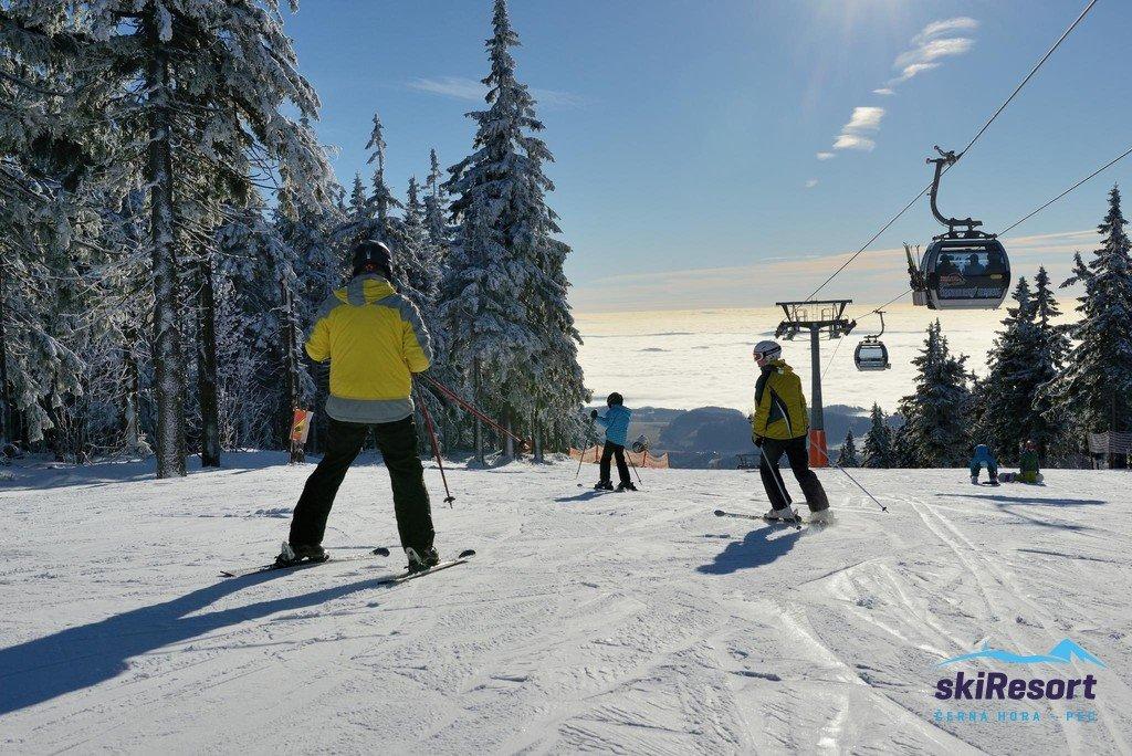 Černá hora startuje sezónu v sobotu 7.12.2019 na sjezdovce Anděl. - © SkiResort