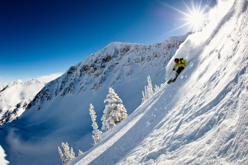 Skifahrer in Snowbird - © Garrett Grove / Visit Salt Lake