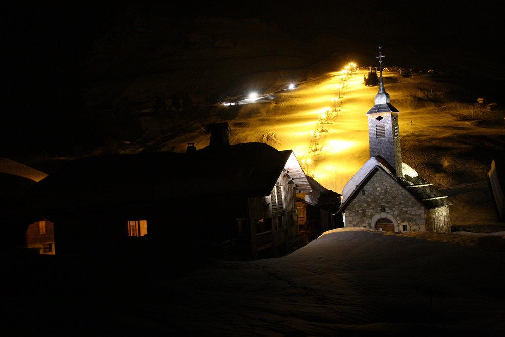 Ski en nocturne sur le domaine du grand bornand - © E. Lantelme / OT Le Grand Bornand