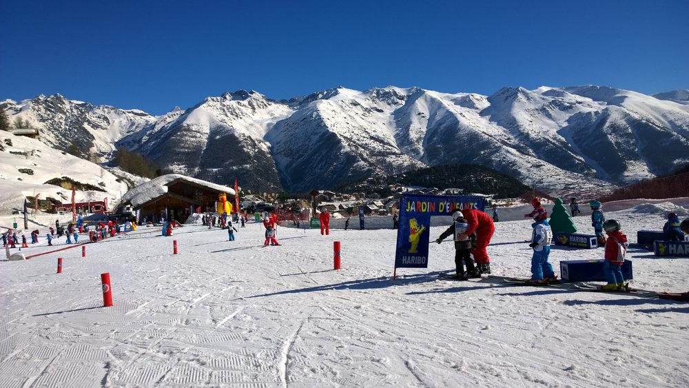 Apprentissage du ski au jardin des neiges d'Auron - © R. PALOMBA / Stations du Mercantour