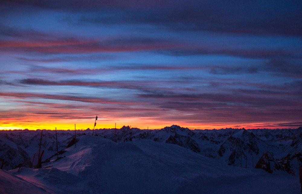Zlatá záře nad lyžařským střediskem v Pitztalu - © Pitztaler Gletscherbahn