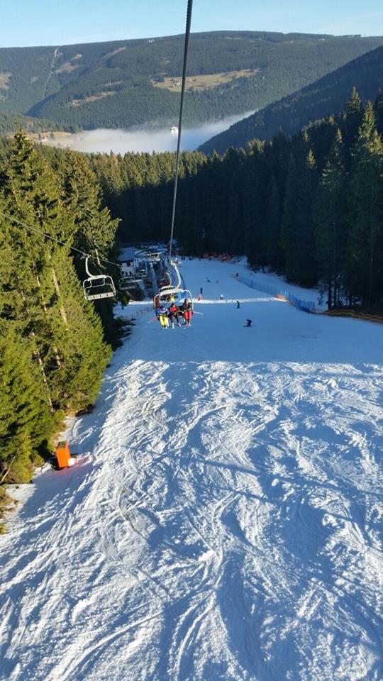 Slunečný prosincový víkend v Peci pod Sněžkou - © facebook SkiResort Černá hora - Pec