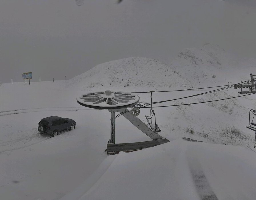 Bientôt vos propres traces de ski sur les pentes enneigées du Grand Bornand...