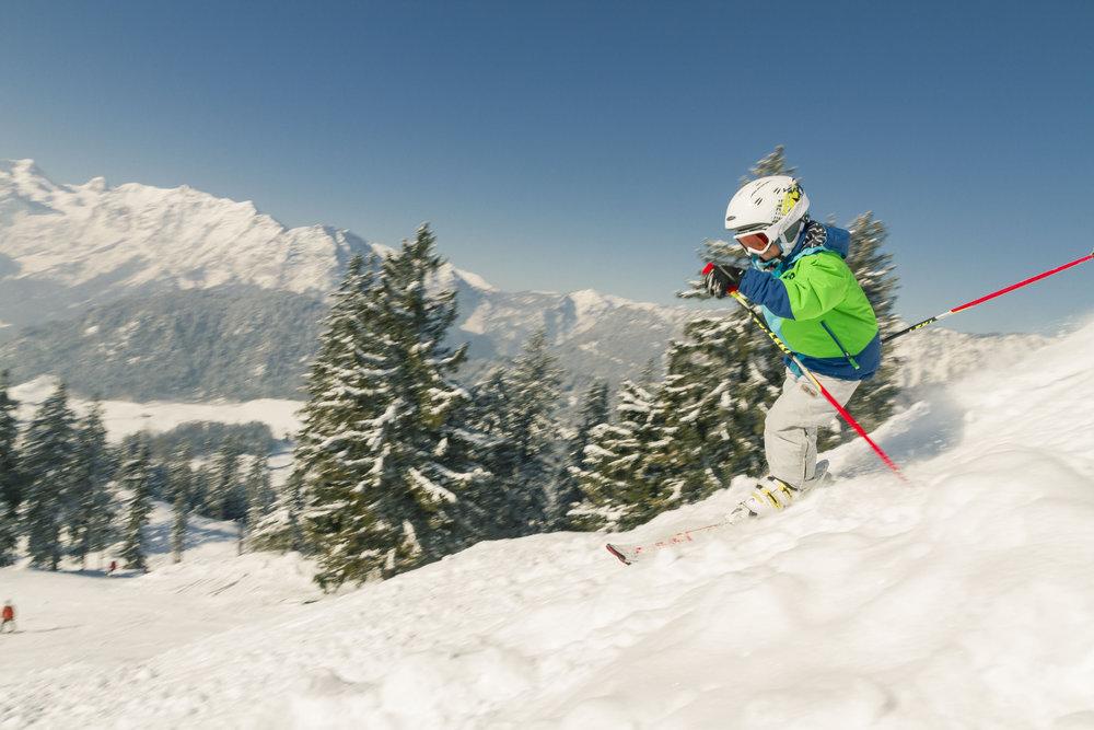 Das familienfreundliche Skigebiet Hochschwarzeck lockt auch mit einer ortsansässigen Skischule - © Berchtesgadener Land Tourismus