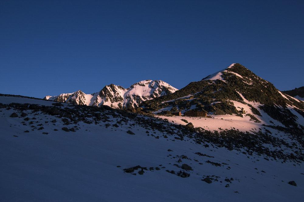 Die Similaunhütte im Morgenlicht - © Erika Spengler