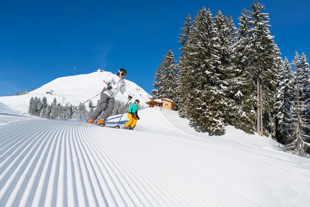 Skifahrer in der Skiwelt Wilder Kaiser Brixental - © SkiWelt Wilder Kaiser – Brixental / W9 Studios