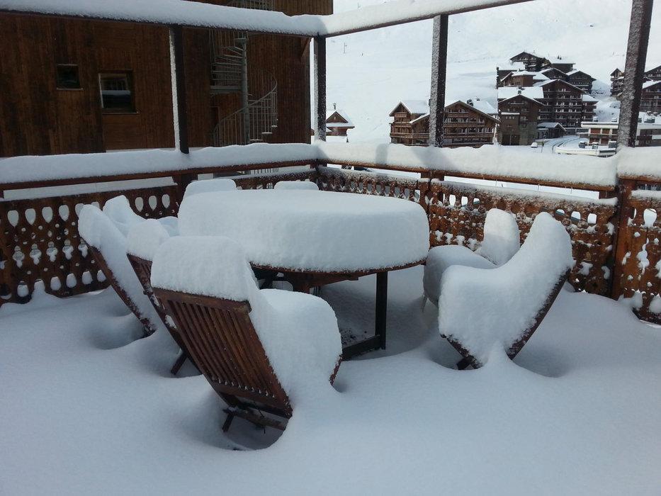 35 bons centimètres, terminée la pause déjeuner en terrasse à Tignes... - © OT de Tignes