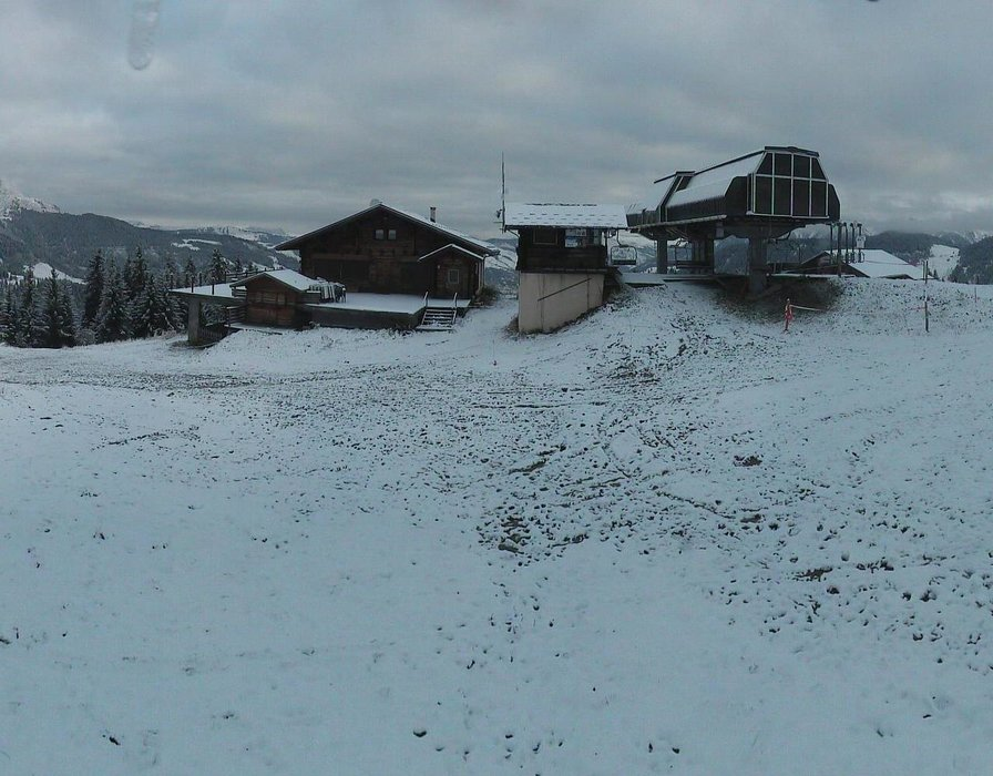 Wake up with snow at Arêches Beaufort (October 16, 2015)