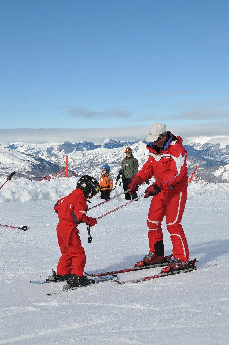 Apprentissage du ski sur les pistes d'Hautacam - © Syndicat Mixte du Hautacam