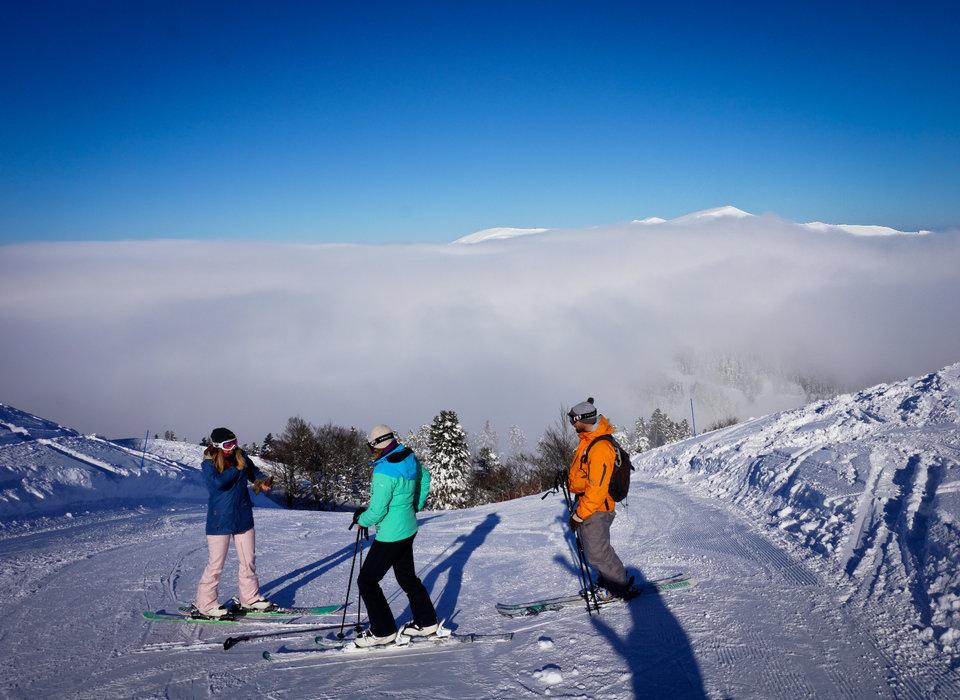 Ski en famille sur le domaine skiable d'Hautacam - © PGI Hautacam