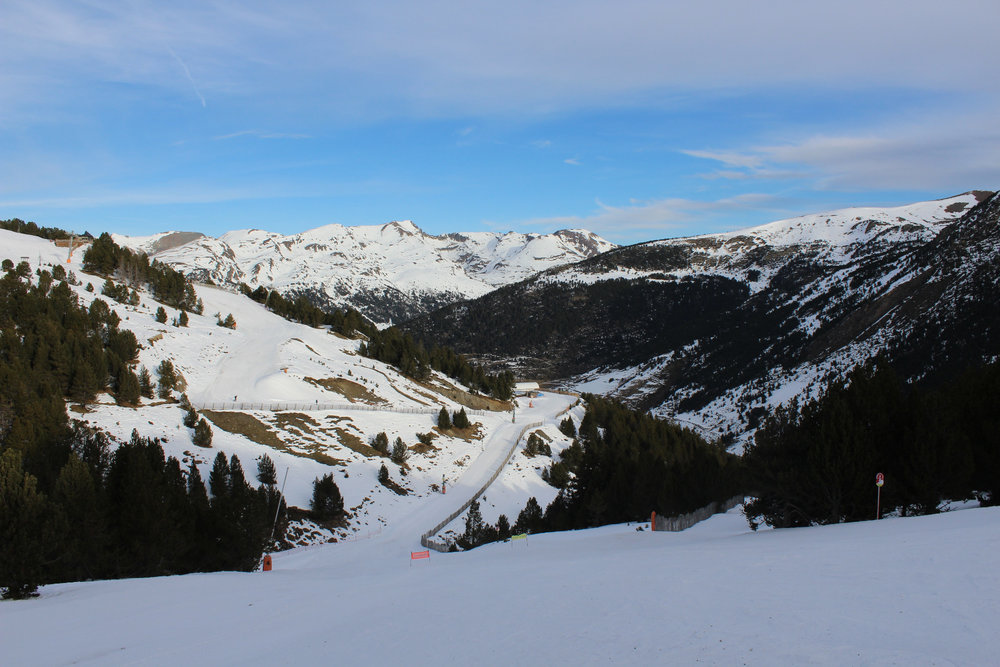 Descente en skis vers Soldeu - © Pauline Landais-Barrau / Skiinfo