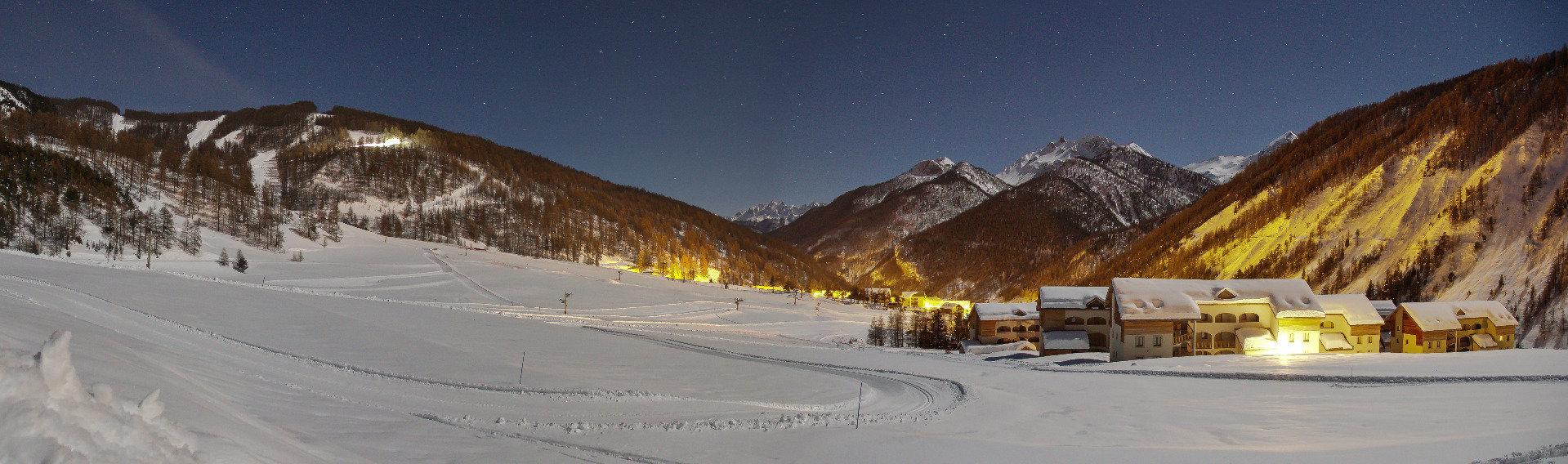 Les Granges d'Arvieux, idéalement situées aux pieds des pistes de ski - © F. Amoros