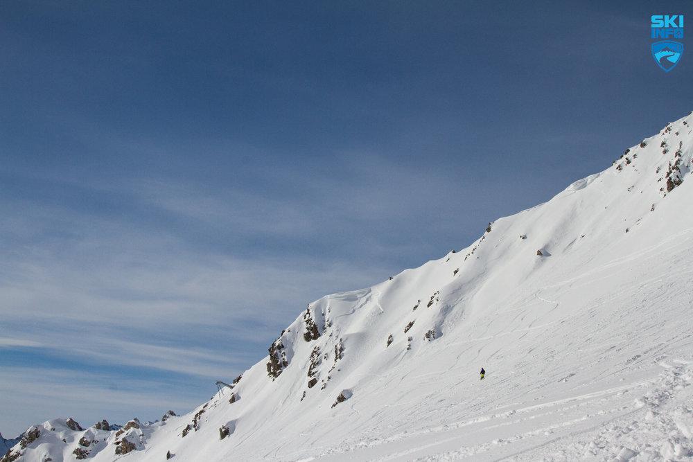 Weite Hänge und viel Powder in St. Anton am Arlberg - © Skiinfo