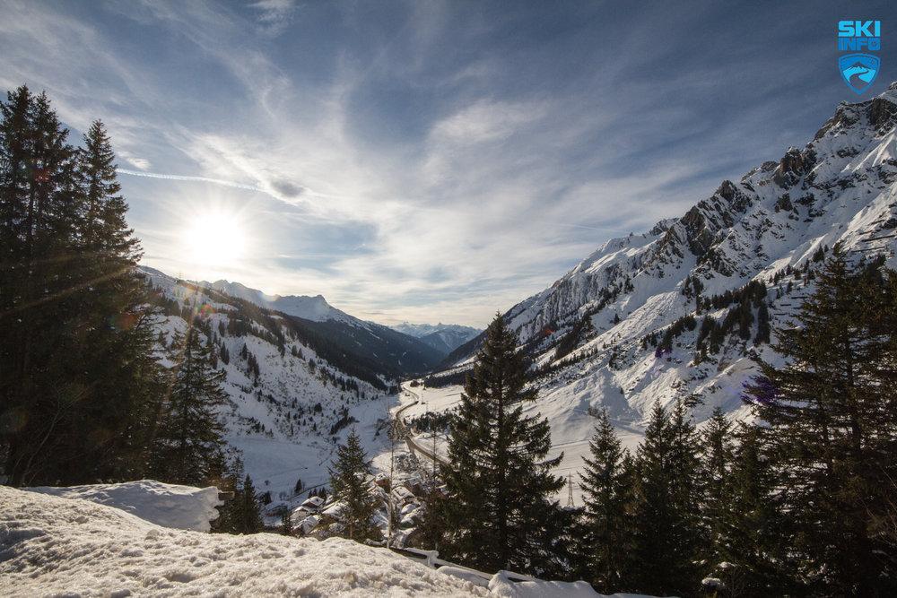 Bei der Rückfahrt über den Arlbergpass ergeben sich tolle Talblicke - © Skiinfo