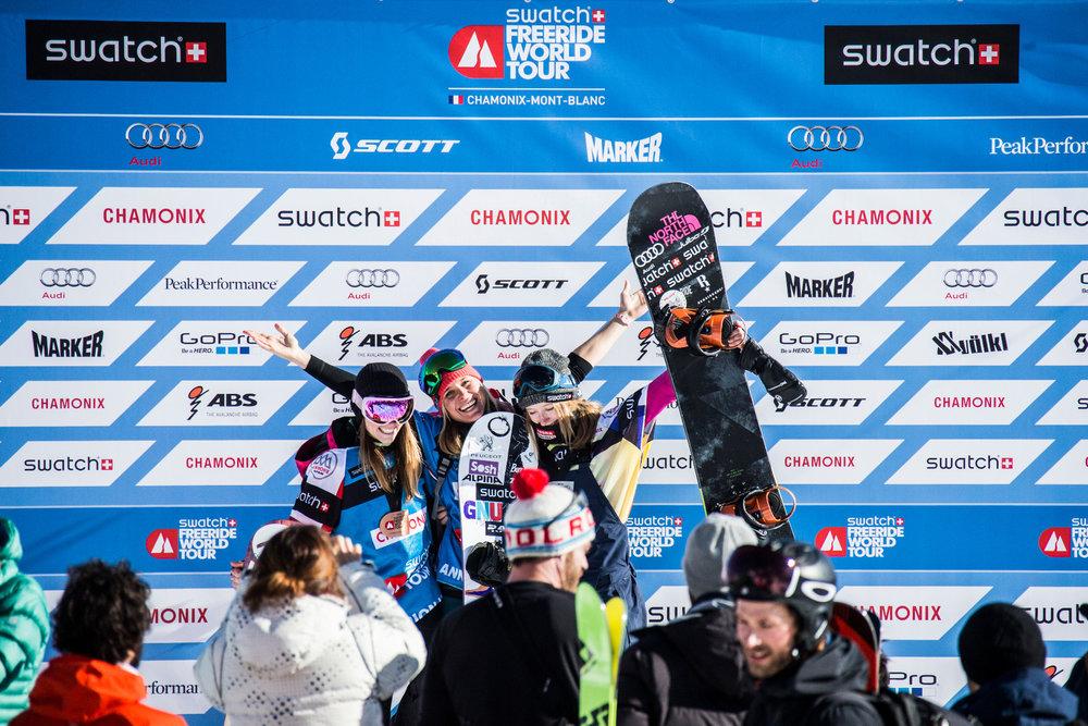 Siegerehrung der Snowboard Girls - © www.FreerideWorldTour.com | D. Daher