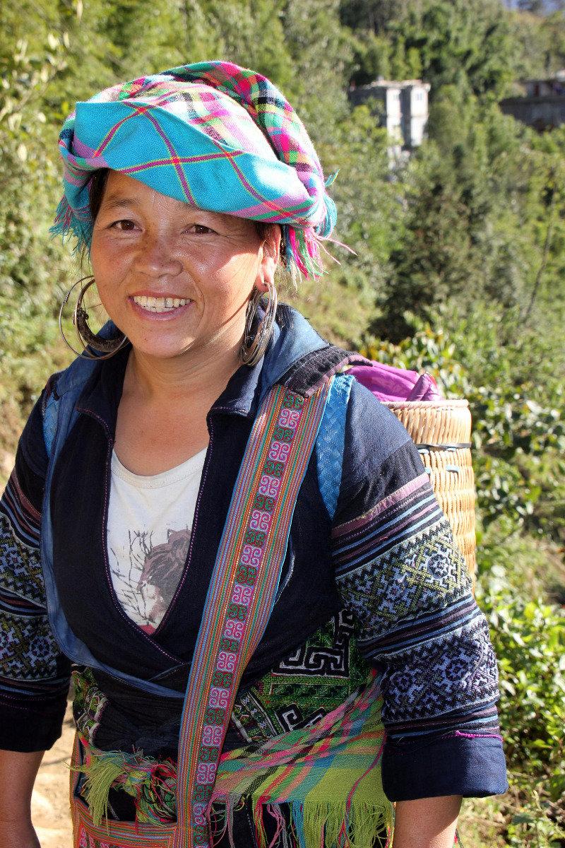 Die Frauen tragen häufig bunte Tücher jeglicher Ausführung - © Karsten-T. Raab