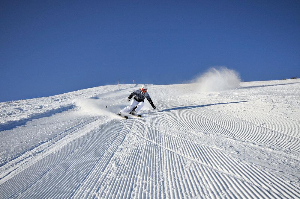 Traumhaftes Erlebnis: Auf frisch gespurter Piste gen Tal - © Skiliftgesellschaft Hochfügen GmbH
