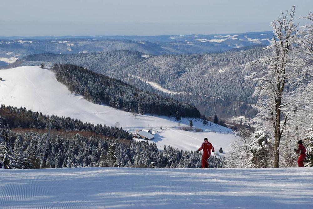 Journée de ski sur les pistes de Ventron - © Station de Ventron / Ermitage Resort