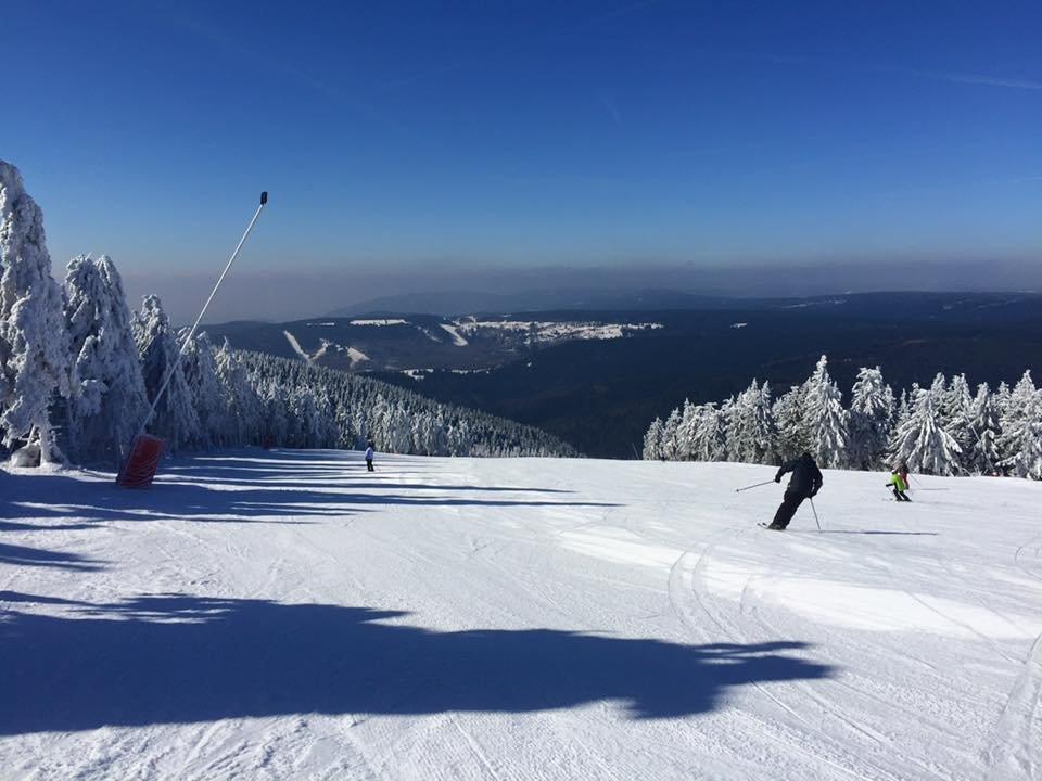 Skiareál Klínovec, prosluněné svahy 14.3.2016 - © Skiareál Klínovec Facebook