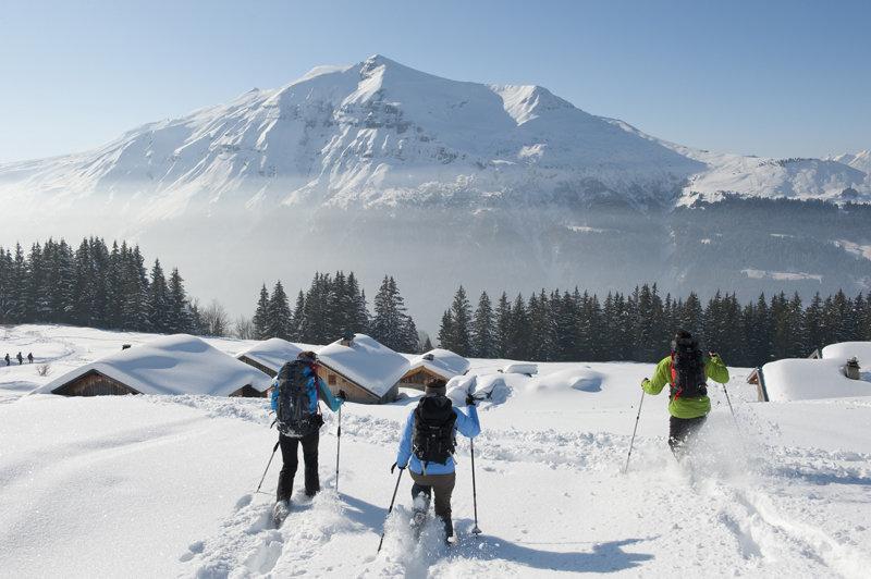 Un soleil généreux, des journées qui s'allongent... de quoi profiter au mieux du ski et des activités hors-ski que propose la station des Contamines-Montjoie - © Gilles Lansard / Office de Tourisme des Contamines-Montjoie