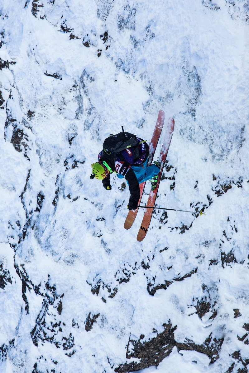 Dennis Risvoll (NOR) mit einem heftigen Drop - © Freeride World Tour | D. Daher