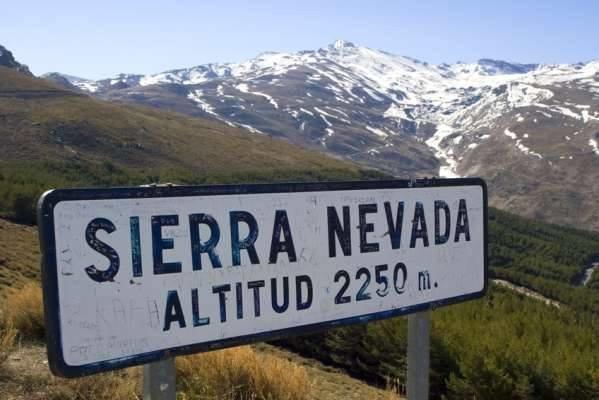 Španělské pohoří Sierra Nevada je vděčným cílem turistů v zimě i v létě - © facebook Sierra Nevada