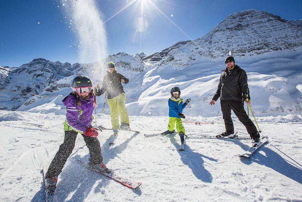 Ski en famille sur le domaine de Gavarnie Gèdre - © Pierre Meyer / OT Gavarnie - Gèdre