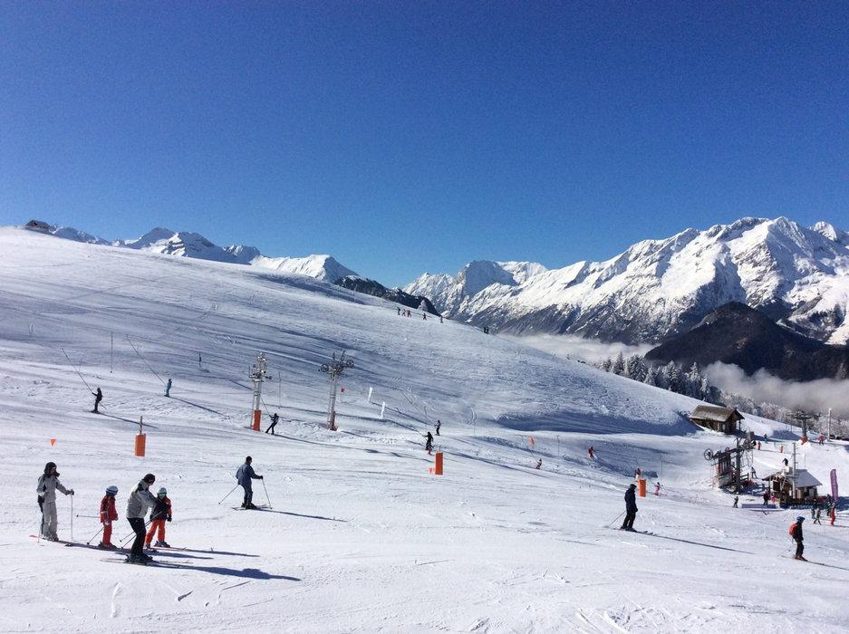 Belle journée de ski sur les pistes de Villard Reculas - © Station de Villard Reculas