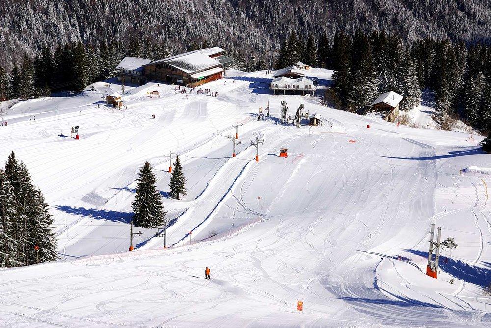 Le secteur du Plateau, ses remontées mécaniques et ses pistes de ski (domaine skiable de St Jean d'Aulps) - © Office de Tourisme de St Jean d'Aulps