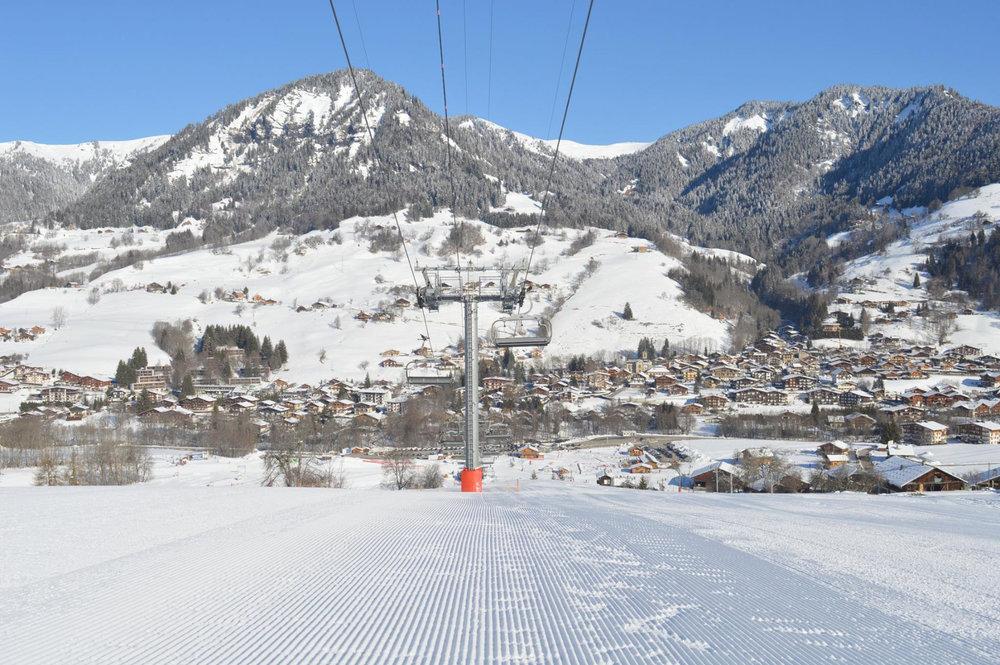 Vue sur la station de ski de Praz sur Arly depuis ses pistes de ski - © Office de Tourisme de Praz sur Arly
