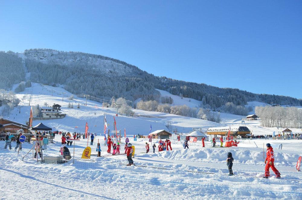 Le jardin des neiges de l'ESF de Praz sur Arly, un espace sécurisé dédié à l'apprentissage du ski pour les plus petits - © Office de Tourisme de Praz sur Arly