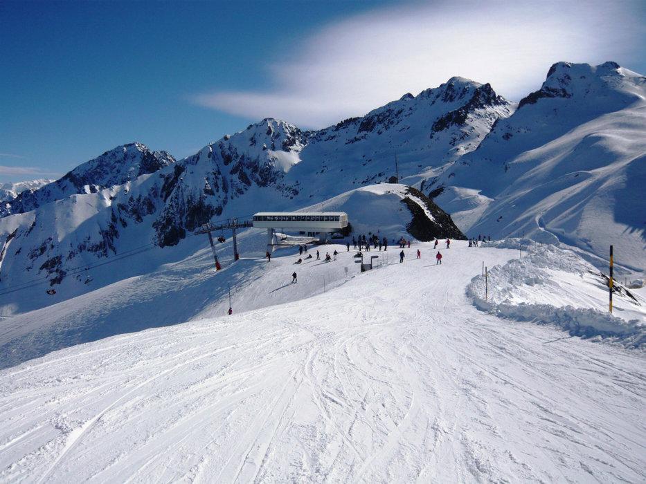 Conditions de ski idéales (neige fraiche et soleil généreux) sur les pistes de Luz Ardiden - © N'PY / Luz Ardiden